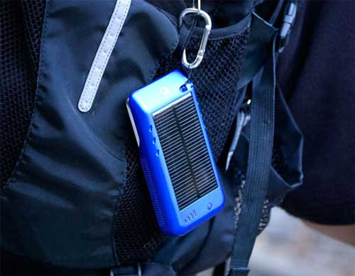 Solar Charger for iPhone 4, Hang on the Backpack when Hiking, Camping and Travelling